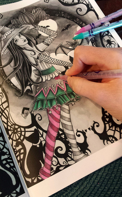 Learn easy tips and tricks for coloring over grayscale! Nikki Burnette from Spellbinding Images explains how to use colored pencils by coloring straight over a grayscale image. Let the image underneath do all the work for you!